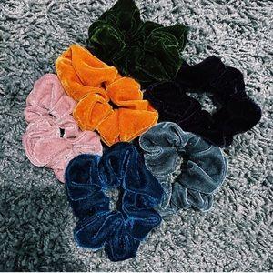NWOT six scrunchies